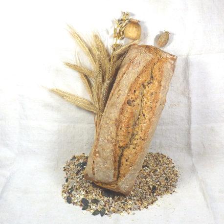 Pain aux graines moulé à base d'ingrédients biologiques