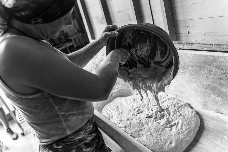 pétrissage manuel boulangerie levain bio pain